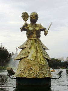 Statue of Oxum by Tatti Moreno. Source: https://www.flickr.com/photos/celiacerqueira/4629669537/
